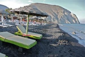 Santorini, Greece – Perissa Beach (Photos)