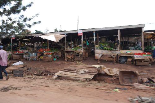 Jinja – Kampala Market Stands