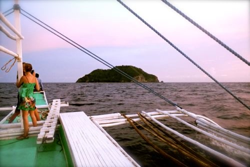 all aboard - taking a bangka boat across the Bohol Sea toward Apo Island (seen in the background here)