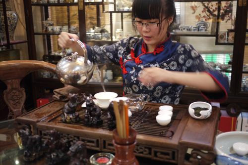 performing traditional Chinese tea ceremony