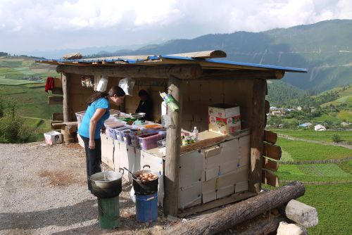 buying local peaches at a roadside stand on the way to Tiger Leaping Gorge