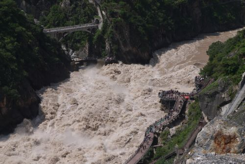 ranging waters in Tiger Leaping Gorge